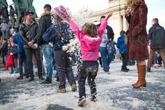 BUDAPEST UNGERN - APRIL 04: Dag för kuddekamp på hjältefyrkant Royaltyfri Bild