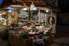 Budapest Ungern - 17 April 2018: souvenir shoppar i aftonen Arkivbild