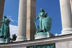 BUDAPEST UNGERN - AUGUSTI 08, 2012: Skulptur av konungen Charles Robert Kiss Gyorgy, 1905 Arkivfoto