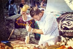BUDAPEST UNGERN - 20 AUGUSTI 2017: Traditionell folk mässa i heder av St Istvan och den första hleten i Ungern med folk hantverka Royaltyfria Bilder