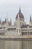 BUDAPEST UNGERN - DECEMBER 10, 2015: Parlament i Budapest Arkivbild