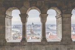 BUDAPEST UNGERN - DECEMBER 10, 2015: Parlament i Budapest Royaltyfria Bilder