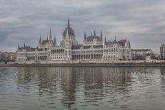 BUDAPEST UNGERN - DECEMBER 10, 2015: Parlament i Budapest Arkivbilder