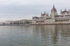 BUDAPEST UNGERN - DECEMBER 10, 2015: Parlament i Budapest Royaltyfria Foton