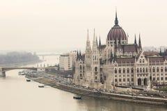 BUDAPEST UNGERN - DECEMBER 10, 2015: Parlament i Budapest Royaltyfri Foto