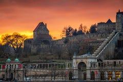 Budapest Ungern - förbluffa solnedgång på Buda Castle Royal Palace med södra Rondella royaltyfri foto