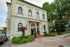 BUDAPEST UNGERN - JUNI 3, 2017: Den Gundel restaurangen är en luxurio Arkivfoto