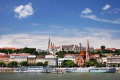 Budapest Ungern - Juni, 02, 2018 Historiska byggnader på den Buda kullen, Budapest Arkivfoton