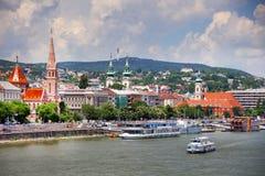 Budapest Ungern - Juni, 02, 2018 Historiska byggnader på den Buda kullen, Budapest Royaltyfria Bilder