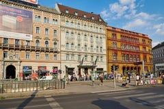 BUDAPEST UNGERN - JUNI 3, 2017: Hotell Nemzeti Budapest med annonsen Fotografering för Bildbyråer