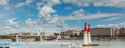 BUDAPEST UNGERN, JUNI 24 - 2018 - Red Bull luftlopp i mitten av huvudstaden Budapest, Ungern royaltyfri fotografi