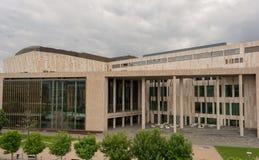 BUDAPEST UNGERN - MAJ 27, 2017: IContemporary byggnadsslott av konster MUPA MUPA är korridoren för populärast musik och det kultu fotografering för bildbyråer