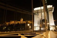 Budapest Ungern-November 7: Chain bro med fisken Fotografering för Bildbyråer