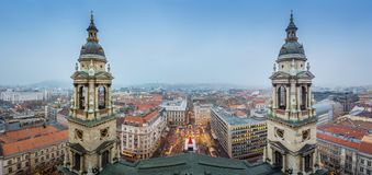 Budapest Ungern - panorama- horisontsikt av Budapest uppifrån av helgonet Stephens Basilica Arkivbilder