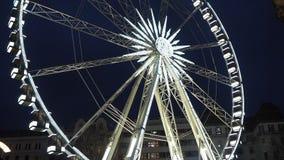 Budapest Ungern Pariserhjulen exponerade i vit i aftonen