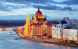 Budapest Ungernparlament på natten Royaltyfria Bilder