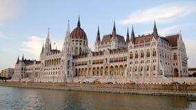 Budapest, Ungheria 27 agosto 2018: Costruzione del Parlamento sul Danubio video d archivio
