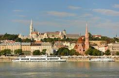 Budapest, Ungheria - 29 agosto 2017: Scarpe sulla Banca di Danubio me fotografia stock libera da diritti
