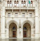 Budapest, Ungheria - 17 aprile 2018: La costruzione del Parlamento ungherese immagini stock libere da diritti