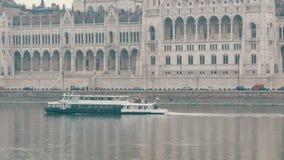 Budapest, Ungheria - 6 dicembre 2018: Argine del Danubio a Budapest video d archivio