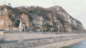 Budapest, Ungheria - 6 dicembre 2018: Parte della collina di Gellert a Budapest archivi video