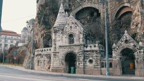 Budapest, Ungheria - 6 dicembre 2018: Parte della collina di Gellert a Budapest stock footage