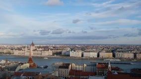 Budapest, Ungheria gennaio 2019: vista panoramica da Buda Castle Royal Palace famoso al tramonto archivi video