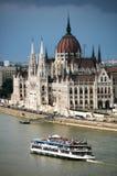 Budapest, Ungheria - 02 giugno, 2018 - la bella facciata della costruzione ungherese del Parlamento di Budapest Immagini Stock Libere da Diritti