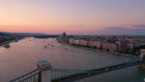 Budapest, Ungheria - maggio 2019: Vista aerea del fuco del centro storico della città di Budapest con bella architettura stock footage