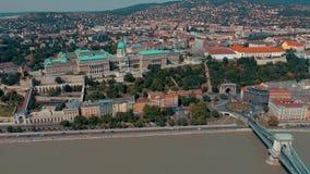 BUDAPEST, UNGHERIA - MAGGIO 2019: Vista aerea del fuco del centro storico della città di Budapest con bella architettura archivi video