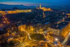 Budapest, Ungheria - vista aerea della rotonda di Clark Adam con Matthias Church e Buda Tunnel immagini stock
