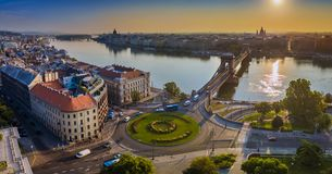 Budapest, Ungheria - vista aerea panoramica dell'orizzonte della rotonda del quadrato di Clark Adam ad alba immagini stock libere da diritti