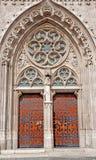 Budapest - verso sud portale sulla chiesa di St Matthew Immagine Stock