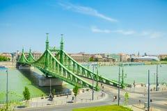 BUDAPEST WĘGRY, CZERWIEC, - 15, 2016: Słynny swoboda most łączy Budę i zarazy przez Dunabe rzekę w Budapest, Węgry - J Obraz Stock