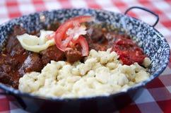 Budapest, Węgry 27 Czerwiec, 2014: Tradycyjny Węgierski wołowina gulasz lub goulash, tradycyjny hungarian posiłek Fotografia Stock