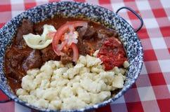 Budapest, Węgry 27 Czerwiec, 2014: Tradycyjny Węgierski wołowina gulasz lub goulash, tradycyjny hungarian posiłek Obraz Royalty Free