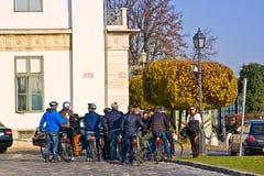 BUDAPEST WĘGRY, LISTOPAD, - 5, 2015: Wycieczka na rowerach w Budapest Każdego roku odwiedza Budapest wokoło 6 mln turystów Zdjęcie Royalty Free