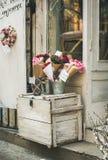 BUDAPEST, WĘGRY MARZEC 23, 2017: Wejście mały kwiatu sklep Obrazy Royalty Free