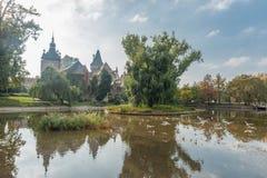 BUDAPEST WĘGRY, PAŹDZIERNIK, - 26, 2015: Kasztel w bohatera kwadrata parku Zdjęcie Stock