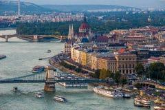 Budapest, Węgry - Panoramiczny linia horyzontu widok przy zmierzchem sławny Szechenyi Łańcuszkowy most, Margaret most Obrazy Stock