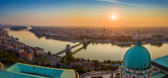Budapest, Węgry - Powietrzny panoramiczny skylie Budapest z Buda kasztelem Royal Palace zdjęcie stock