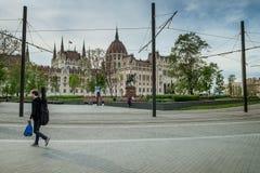 BUDAPEST, WĘGRY - AVRIL 15, 2016: Muzyk przy Kossuth kwadratem Zdjęcia Royalty Free
