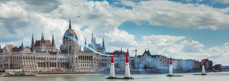 BUDAPEST, W?GRY, Red Bull powietrze rasa w centrum stolica Budapest, W?gry CZERWCA 24, 2018 - fotografia stock