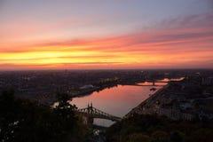 Budapest z ognistym niebem Zdjęcie Stock