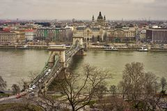 Budapests Chain Bridge under polluted gray Royalty Free Stock Photos