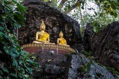 Budas ao longo da caverna na montagem santamente Phousi da montanha, Luang Prabang, Laos fotografia de stock