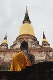 Budda-Statuen bei Wat Yai Chai Mongkon, ein buddhistischer Tempel in Ayutthaya, Thailand Lizenzfreie Stockfotos
