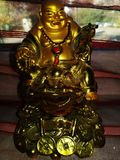 Buddah guld- antik status arkivbild
