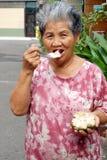 buddha äter gammala taiwan till kvinnan Royaltyfri Fotografi