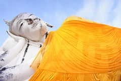 Buddha adagiantesi al tempio del inthapramun del khun immagini stock libere da diritti